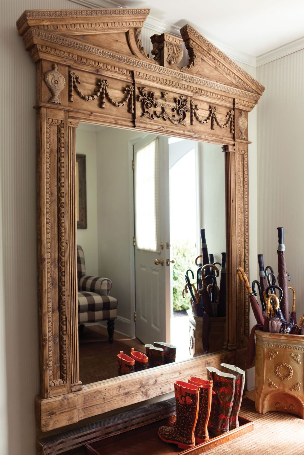 Frameless Mirror Implementations in Living Rooms: 7 Ideas ...
